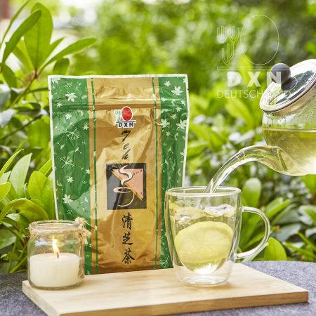 DXN Spica Tee und Packung mit einer Tasse Tee
