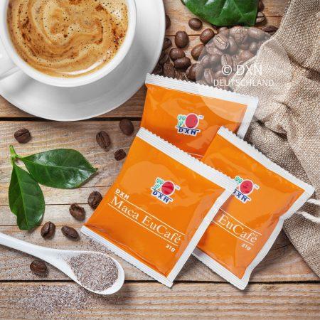 DXN Maca EuCafé Packung mit einer Tasse Kaffee