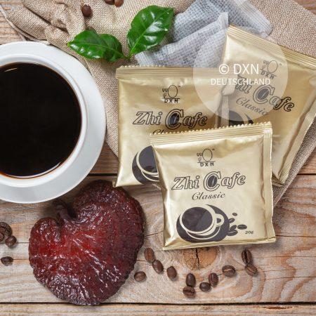 DXN Zhi Kaffee Classic Packung mit einer Tasse Kaffee und Ganoderma