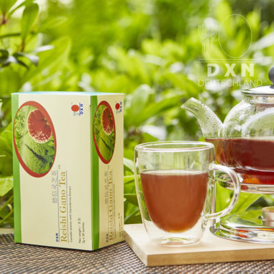 DXN Reishi Gano Tee und Packung mit einer Tasse Tee