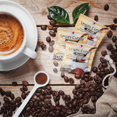 DXN Lingzhi Black Kaffee mit einer Tasse Kaffee